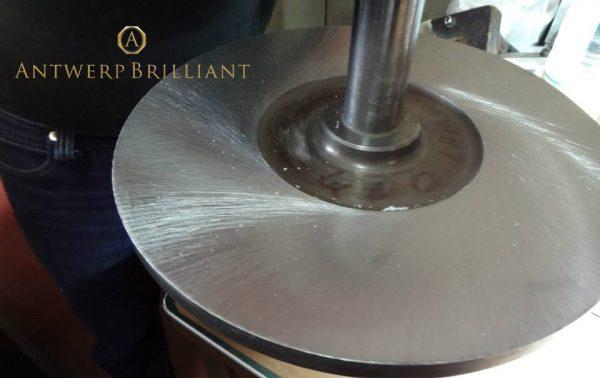 スカイフの鋼鉄版ダイヤモンドをダイヤモンドで磨くアントワープでベルト氏によってエクセレント達成された